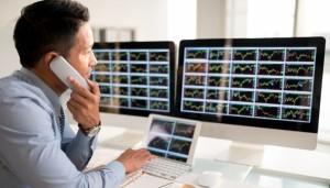 forex-trader-monitoring-charts
